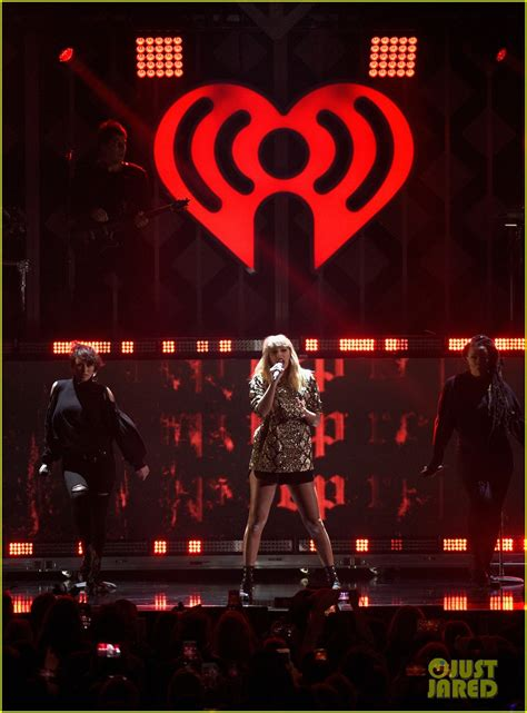 taylor swift ed sheeran end game jingle ball taylor swift debuts end game live with ed sheeran at