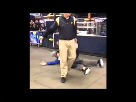 cop body slams fan cubs pittsburgh police officer body slams cubs fan at pnc park