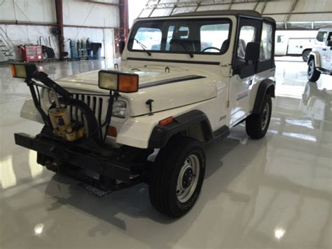 Snow Plow For A Jeep Wrangler 189 Jeep Wrangler Yj 4wd With Snow Plow Attachment
