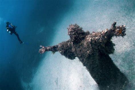 imagenes increibles bajo el mar 26 increibles estructuras y lugares abandonados del mundo