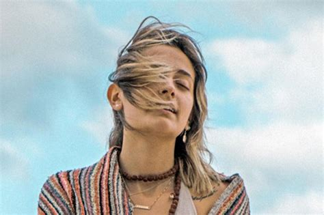 paris jackson dragonfly paris jackson stars in nahko s dragonfly video