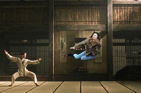 Scarlett Johansson Falling Down Meme - scarlett johansson falling down meme will trip you up
