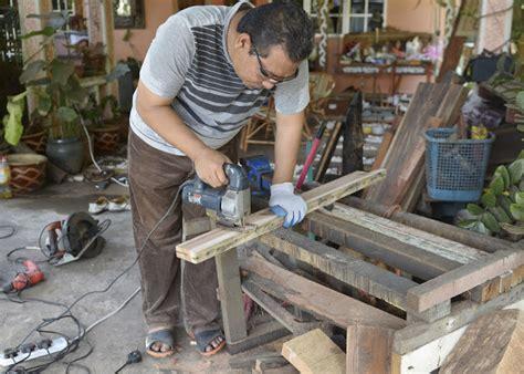 Pisau Belah Kayu kayu warisan malaysia sarung parang belah atas