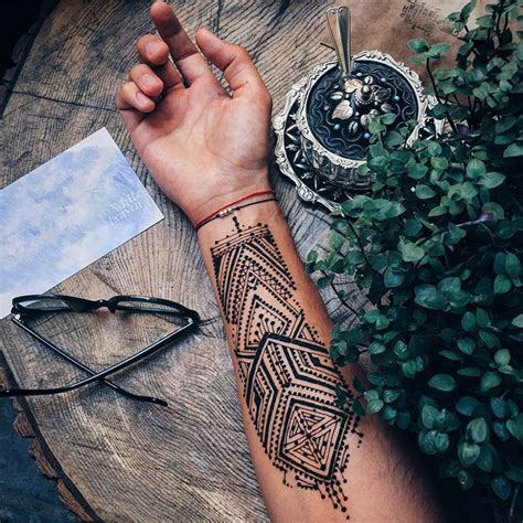 mens henna tattoos menna trend sees wearing intricate henna tattoos