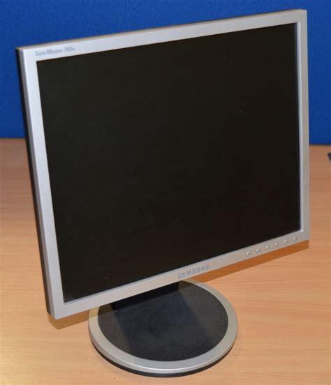 Monitor Tabung Samsung 17 In 2 x samsung syncmaster 740n flatscreen lcd monitors 17 inch screen size 1280 x 1024 re