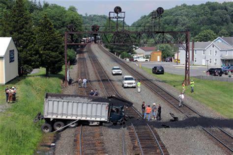 runaway coal truck closes ns pittsburgh line | trains magazine