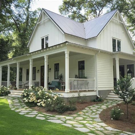 farmhouse homes 25 best ideas about farmhouse landscaping on pinterest