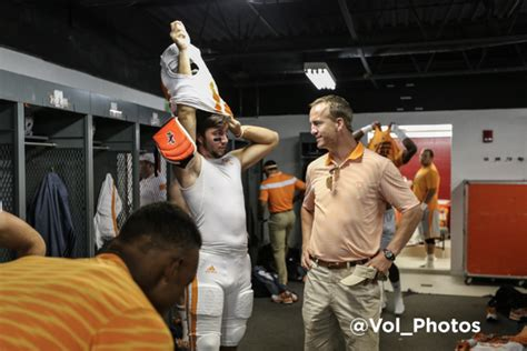 peyton manning locker room peyton manning stops by tennessee locker room before against bleacher report