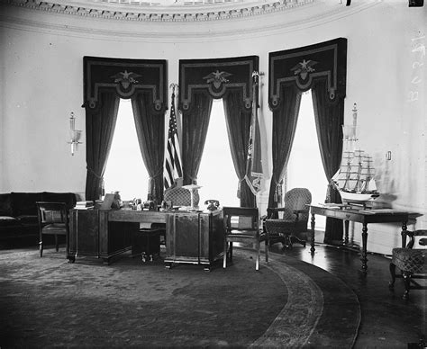 oval office layout hoover desk wikipedia