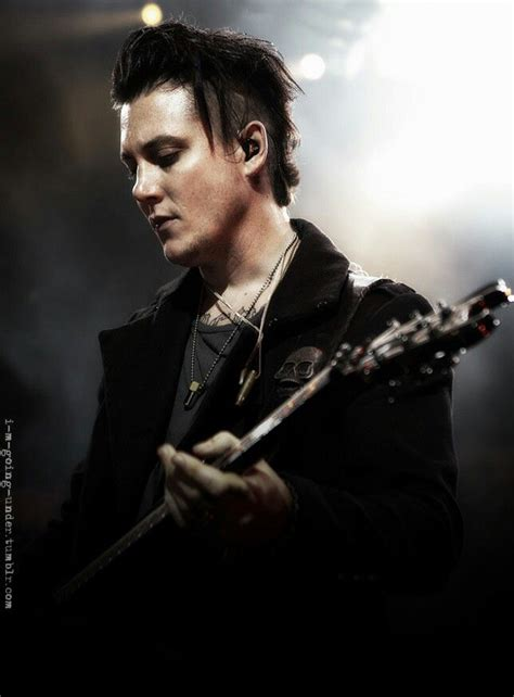 Synyster Gates Hairstyle by The Gallery For Gt Synyster Gates Hairstyle 2013