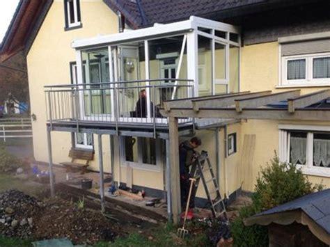 wintergarten balkon wintergarten unter balkon bauen innenr 228 ume und m 246 bel ideen