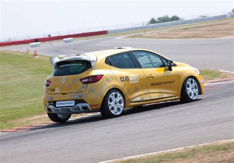 renault sport rs renault 2014 clio rs cup renault sport debuts track