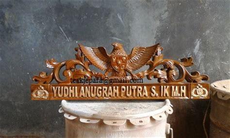 Papan Nama Meja Kayu papan nama meja ukiran garuda toko mebel furniture