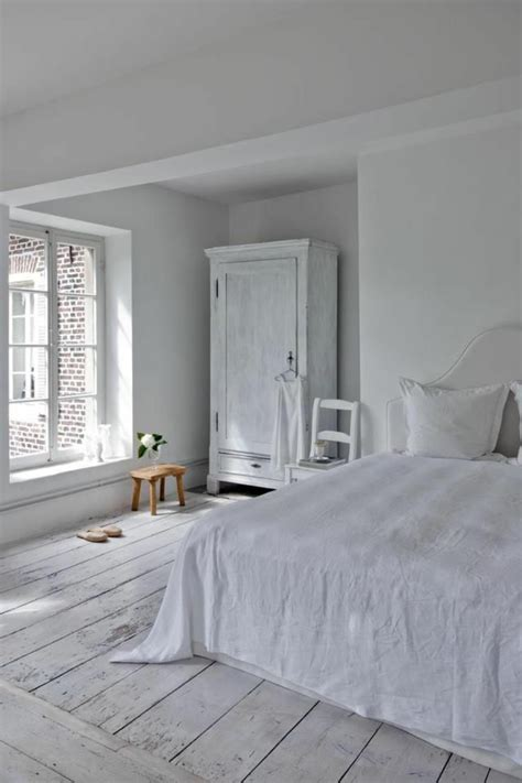 Merveilleux Couleur Maison Interieur Tendance #6: parquet-blanc-parquet-blanchi-de-chambre-à-coucher-toute-blanche.jpg