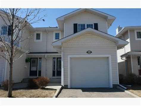 Executive 1216 sq.ft. 3 bedroom Condo with attached garage