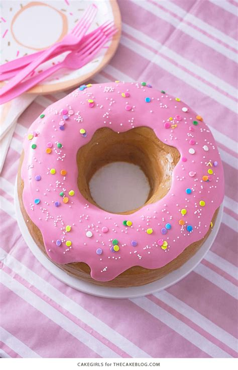 how to donut rings for getting ready before the wedding giant donut cake