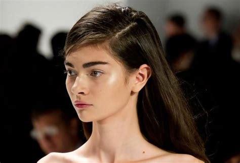 Catokan Rambut Biar Lurus tujuh gaya rambut lurus untuk musim semi ini si momot