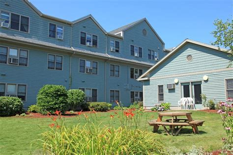 Rental Housing Deals by College Highway Apartments 391 St Easthton Ma