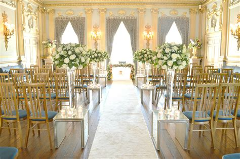 Wedding Aisle Arrangements by Wedding Aisle White Roses And Green Flower Vase