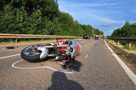 Motorrad Reifen Platzt motorrad mit seitenwagen 252 berschl 228 gt sich in l 246 rrach