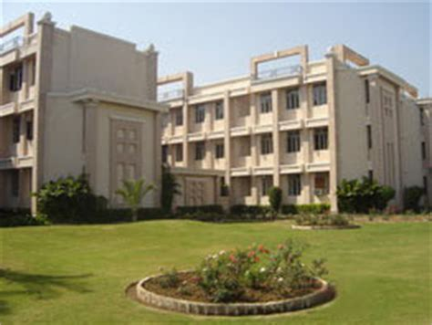 Mba Colleges In Gujrat by Indian College Student Cus Parul Institute Of
