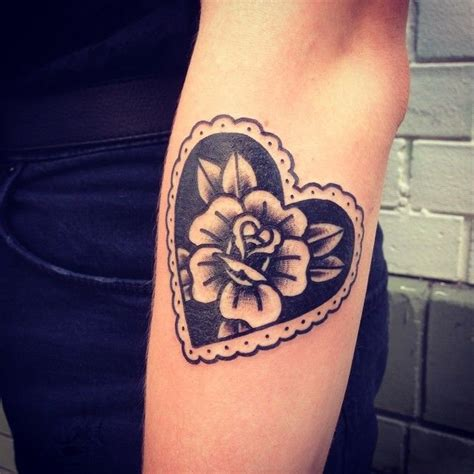 traditional heart tattoo 25 best ideas about traditional tattoos on
