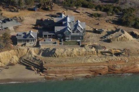 Chappaquiddick House Move Clifftop Chappaquiddick House Threatened By Erosion Raises Big Questions On Martha S Vineyard