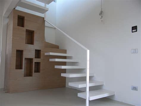 scale particolari per interni scala a sbalzo in ferro verniciato bianco lucido con