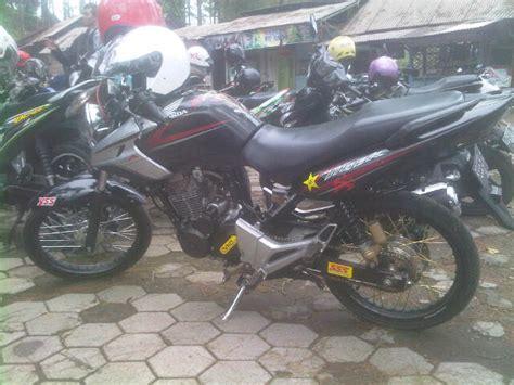 Lu Depan Honda Tiger Merk Xnd sejatinya standart kekar tapi ban dan velgnya kecil modifikasi honda tiger revo