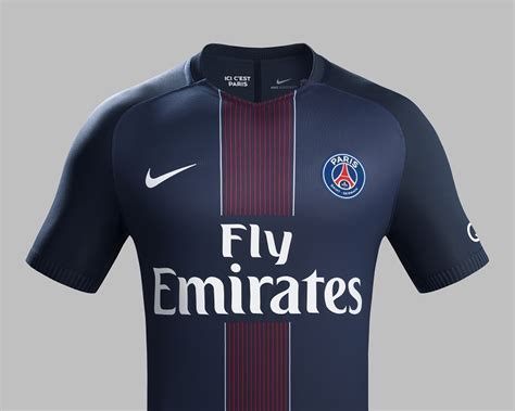 le nouveau maillot domicile   du paris saint