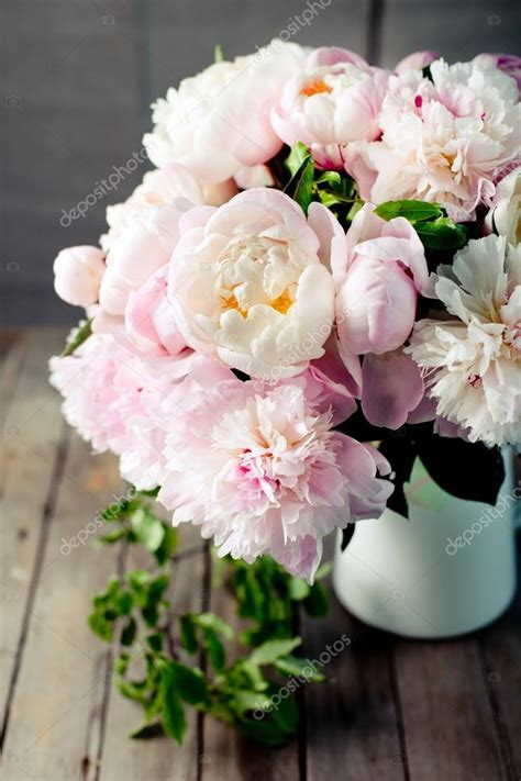 fiori di peonia mazzo di fiori di peonia foto stock 169 pustynnikova