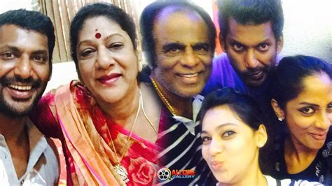 actor vishal life actor vishal family photos with parents brother sister