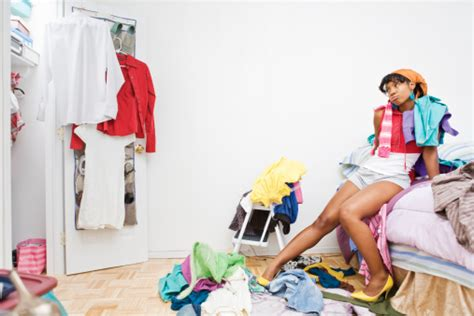 cleaning out your wardrobe 30 day clutter clean up living fiesta
