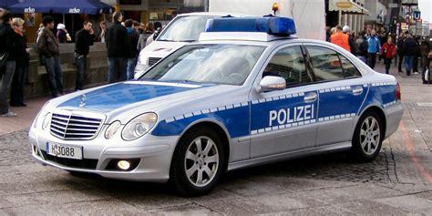 Auto Lackieren Husum by Polizei Steht Vorm Haus Moment De