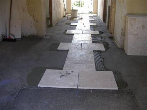 come mettere il parquet sul pavimento pavimenti squadratura dei locali messa in opera dei