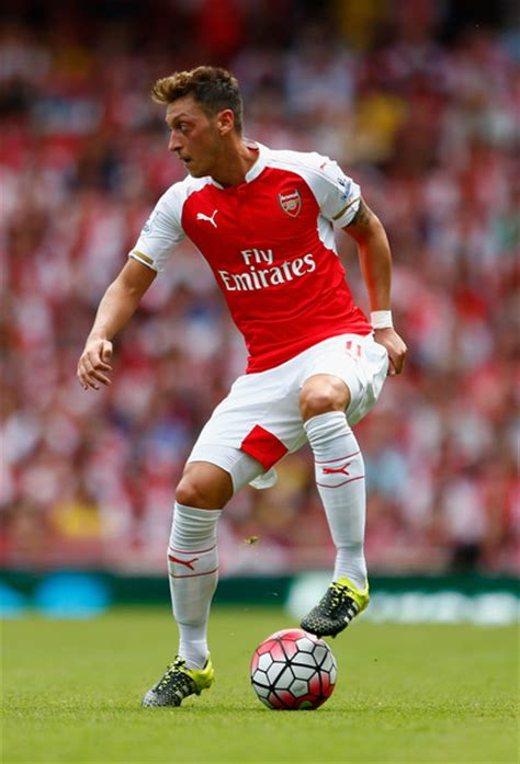 arsenal epl chion mesut ozil arsenal mesut ozil photos photos arsenal v