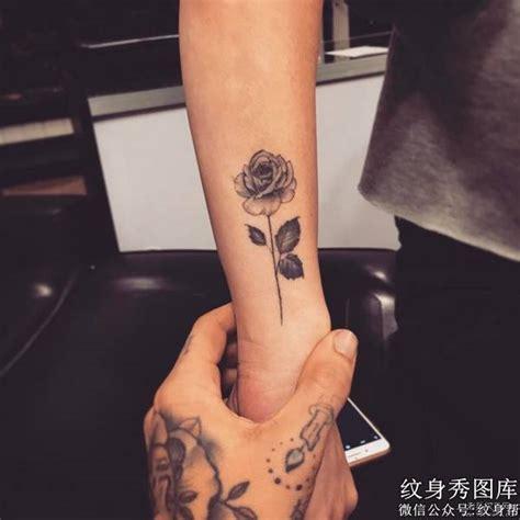 小臂欧美黑灰玫瑰纹身图案 纹身秀