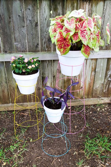 How To Make A Plant Holder - diy tomato cage plant stands renovations