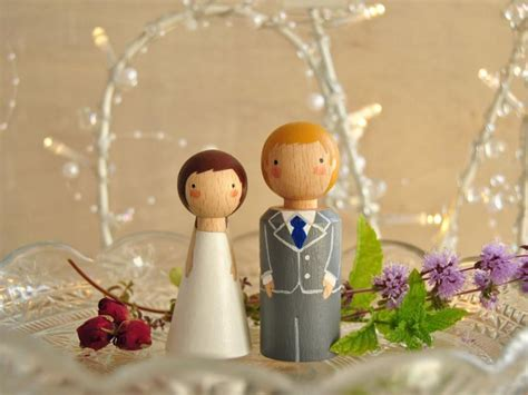 Handmade Cake Toppers - custom wedding cake toppers and groom wedding cake