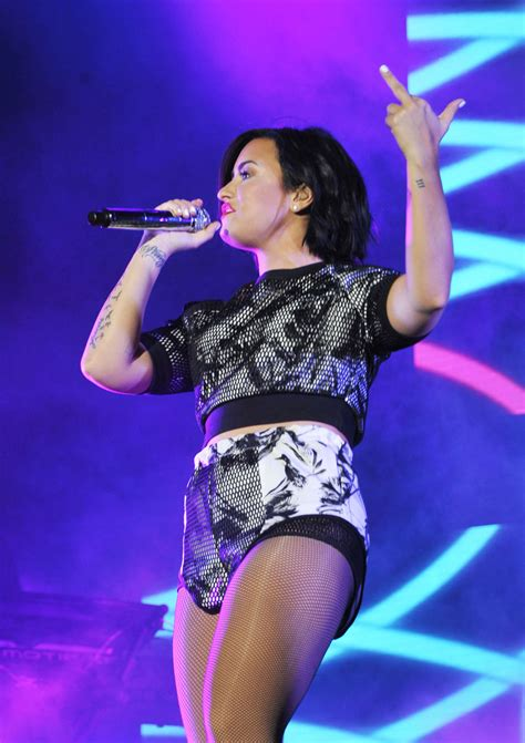 who is going to be at digifest 2015 world market news demi lovato digifest nyc 2015 01 gotceleb