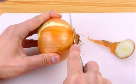 l astuce infaillible pour couper l oignon parfaitement