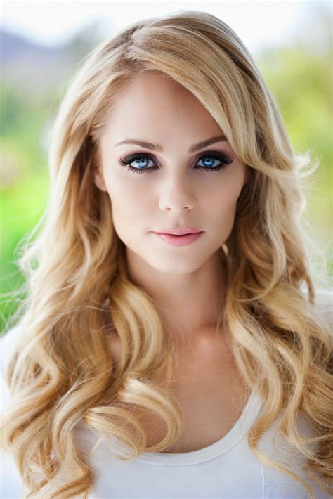 most gorgeous most beautiful laura vandervoort photos full hd pictures