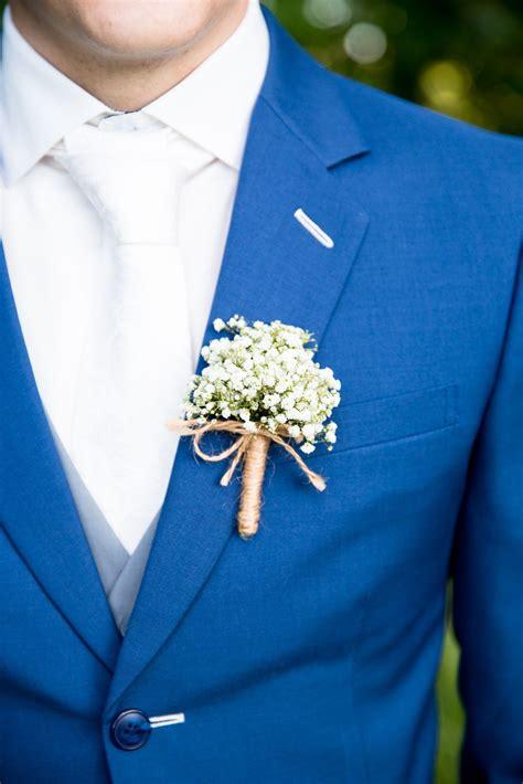 hele mooi bloemen corsage met gipskruid mooi alleen niet de hele steel