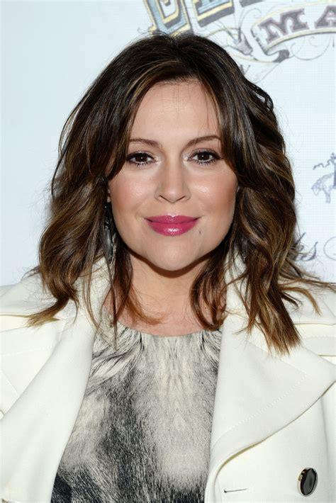 Alyssa Hairstyles by Alyssa Medium Wavy Cut Medium Wavy Cut Lookbook