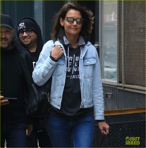 katie holmes revisits her lob you may have missed katie holmes cute new haircut photo