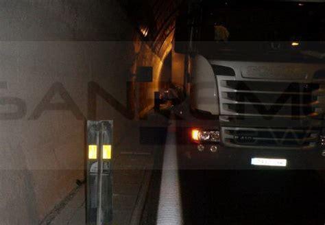 telecamere autostrada dei fiori incidente di ieri sera sulla a10 232 ancora in prognosi
