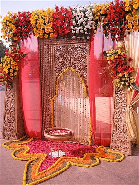 Indian Groom Makes Dramatic Entrance by Wedding Entrance Indian Wedding Decoracion