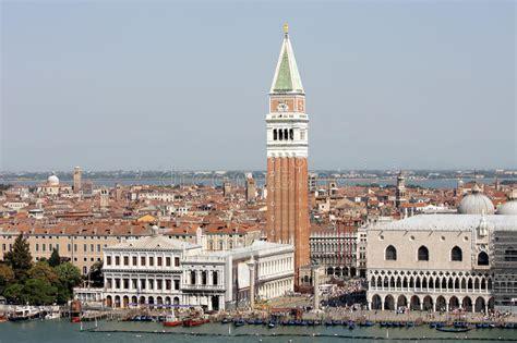banco san marco venezia piazzetta san marco e costruzioni famose venezia immagine