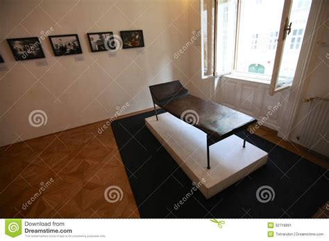 psychoanalytic couch psychoanalysis couch in sigmund freud museum in vienna