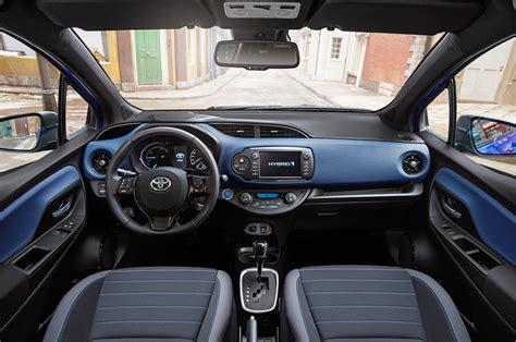 interni toyota yaris 2017 toyota yaris hybrid interior motor trend